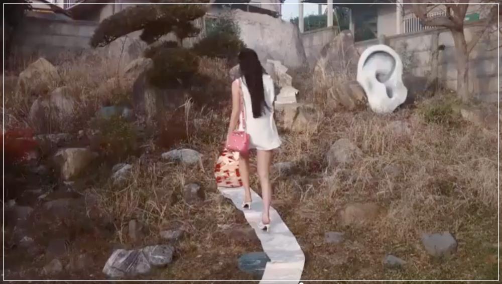 Koki帯を踏むCM