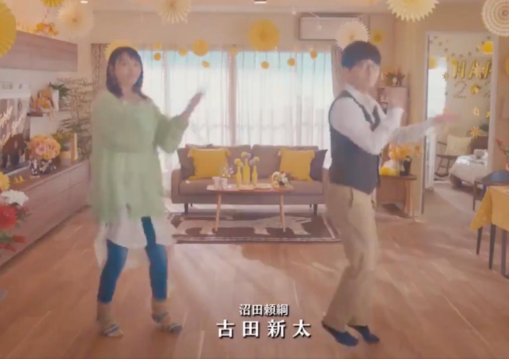恋ダンスを踊る新垣結衣と星野源