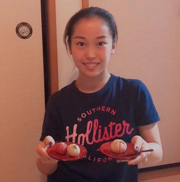 和菓子を作る畠田瞳さん