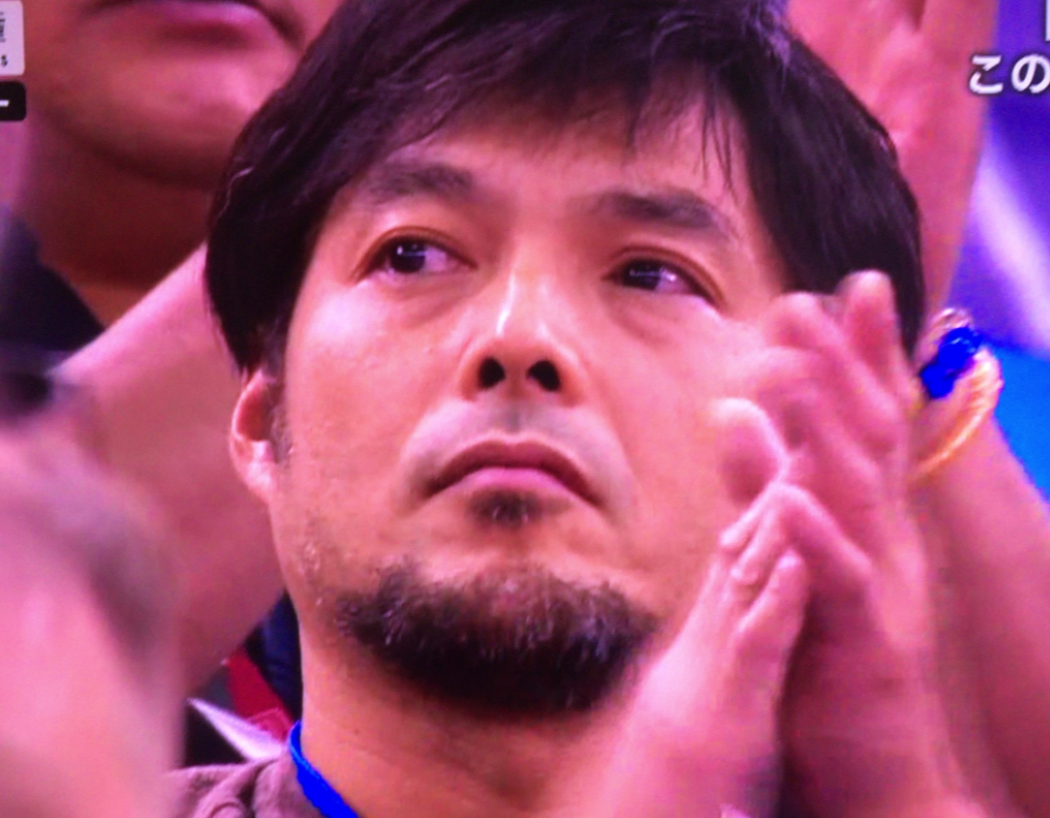 阿部一二三さんの試合を観戦するお父さん