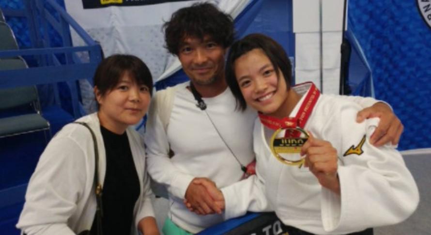 阿部詩さんと両親