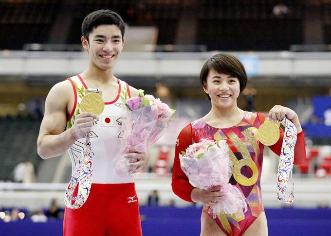 アベック優勝の村上茉愛さんと白井健三さん