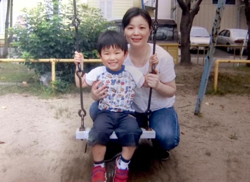 張本智和と母親