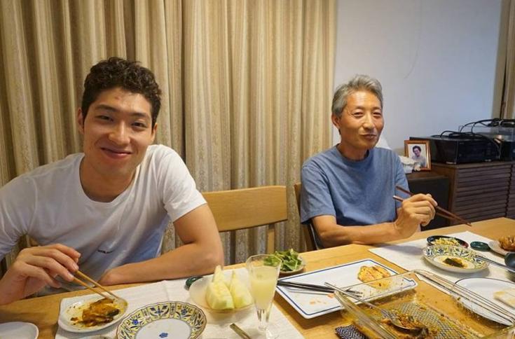 萩野公介さんと父・洋一さん