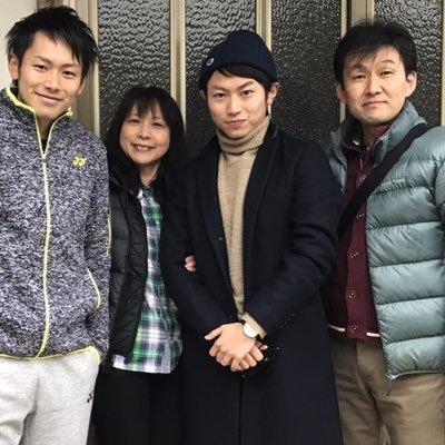 嘉村健士さん家族