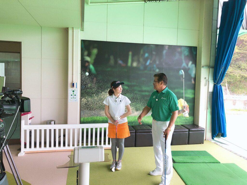 ゴルフの指導をする松山幹男さん