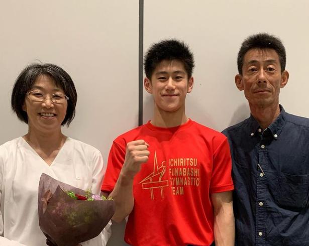 橋本大輝さんと両親