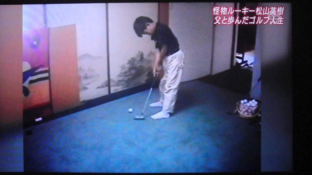 ゴルフ練習する松山英樹さん