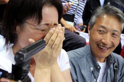 萩野公介さんのレースを観戦する両親